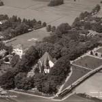 Flygfoto över Sköldinge kyrka före 1947